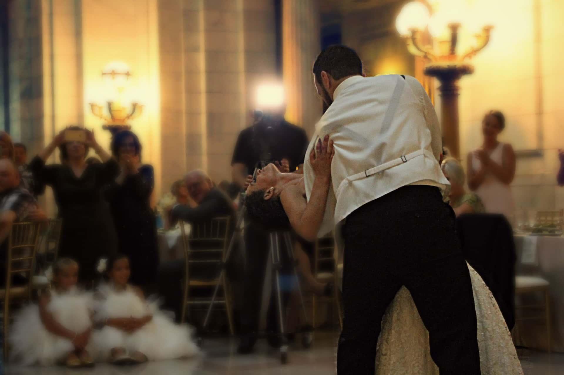 Der Hochzeits DJ sorgt für beste Stimmung bei der Hochzeitsfeier.