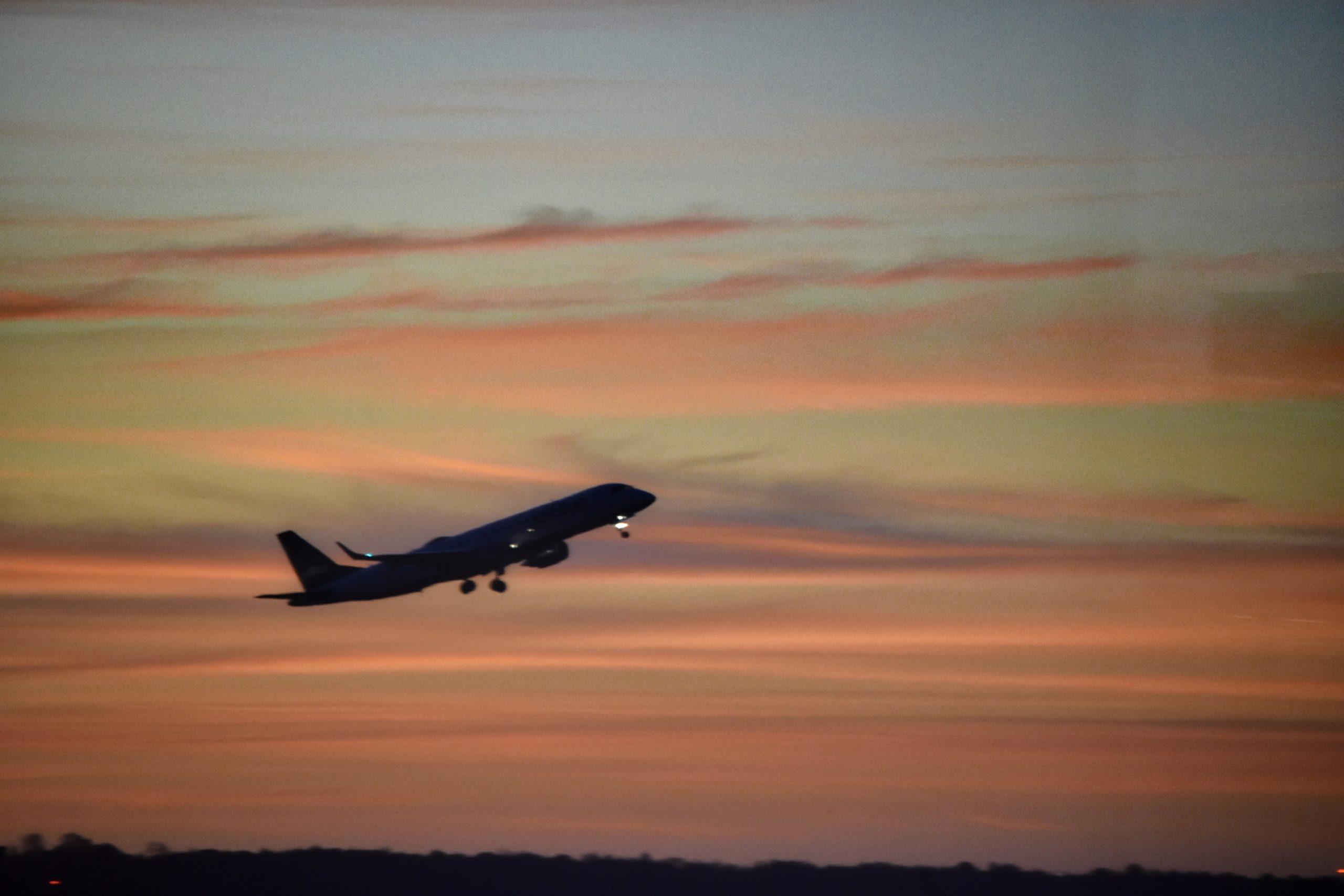 Für Babys und Kleinkinder ist eine Flugreise eine Herausforderung.