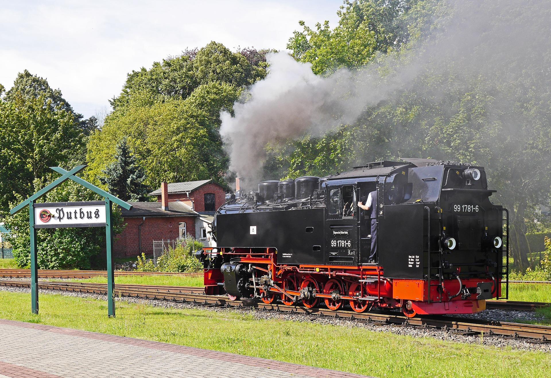 Der Rasende Roland auf Rügen ist eine der bekanntesten historischen Eisenbahnen in Deutschland.