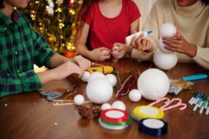 Kinder kreativ zu beschäftigen ist gar nicht so schwierig.
