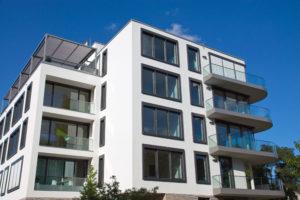 Eine Wohnung kaufen und vermieten ist für viele Menschen eine interessante Geldanlage.