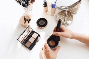 Make-up für Anfängerinnen, diese Tipps helfen. Foto: Royalty-free image via Twenty20
