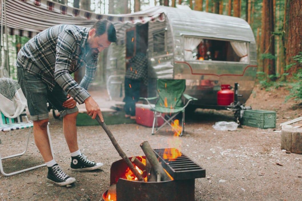 Camping macht mit der perfekten Campingausrüstung erst richtig Spaß. Foto crystalmariesing via Twenty20