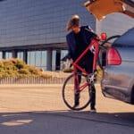 Ob das wohl die richtige Art und Weise ist, sein Fahrrad zu transportieren Foto fxquadro via Envato